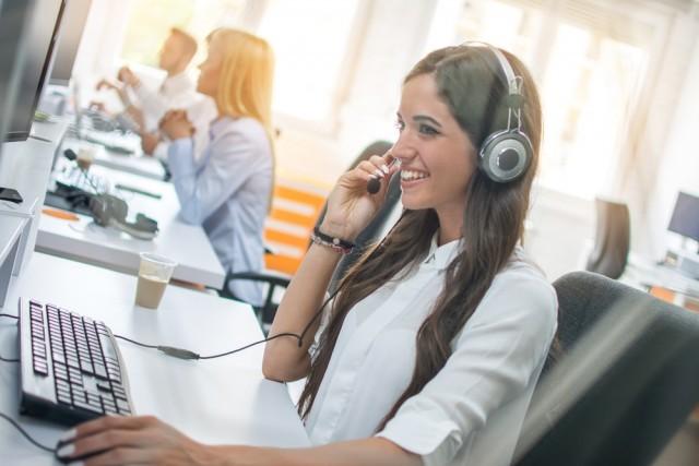 NCO Adviser talking to customer on the phone